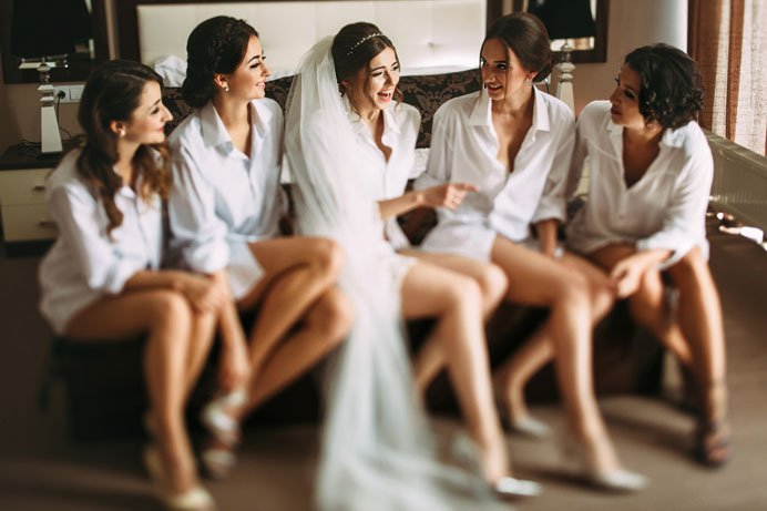 bridesmaids-planning-wedding