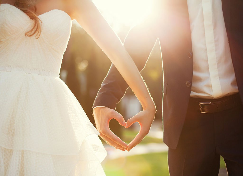 wedding-photo-hand-in-hand